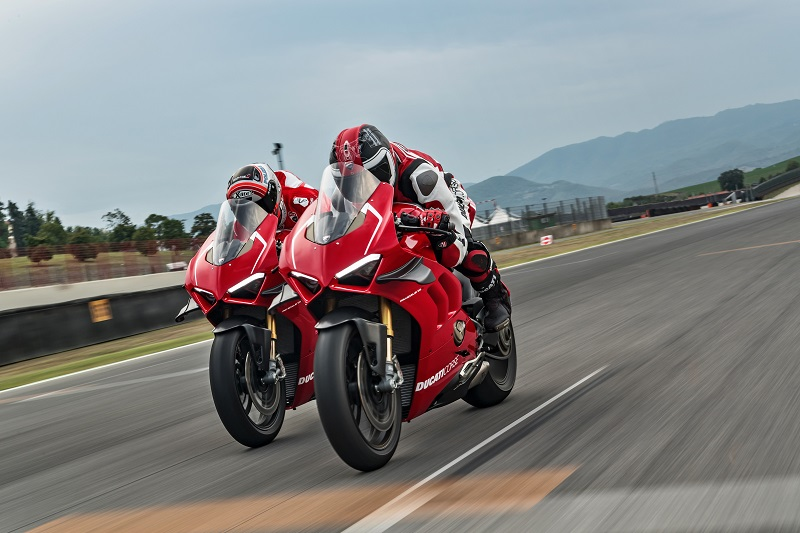 15 DUCATI PANIGALE V4 R ACTION UC69252 Mid