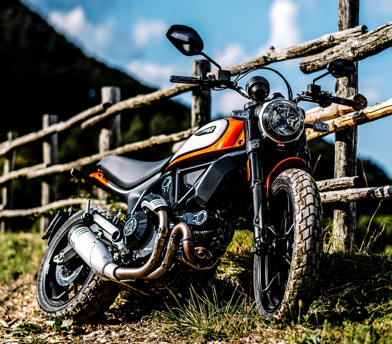 Scrambler Icon Orange MY19 01 Hero Banner 1600x1000