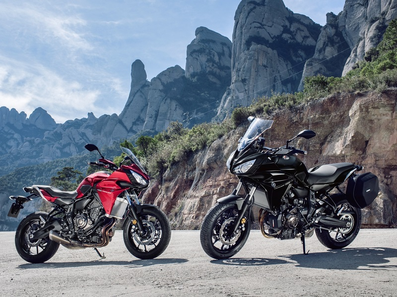 2016 Yamaha MT07TR EU Radical Red Static 010